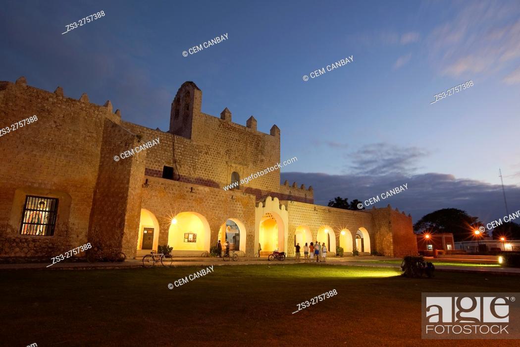 Imagen: Tourists in front of the Templo de San Bernardino y Convento de Sisal by night, Valladolid, Yucatan Province, Mexico, Central America.