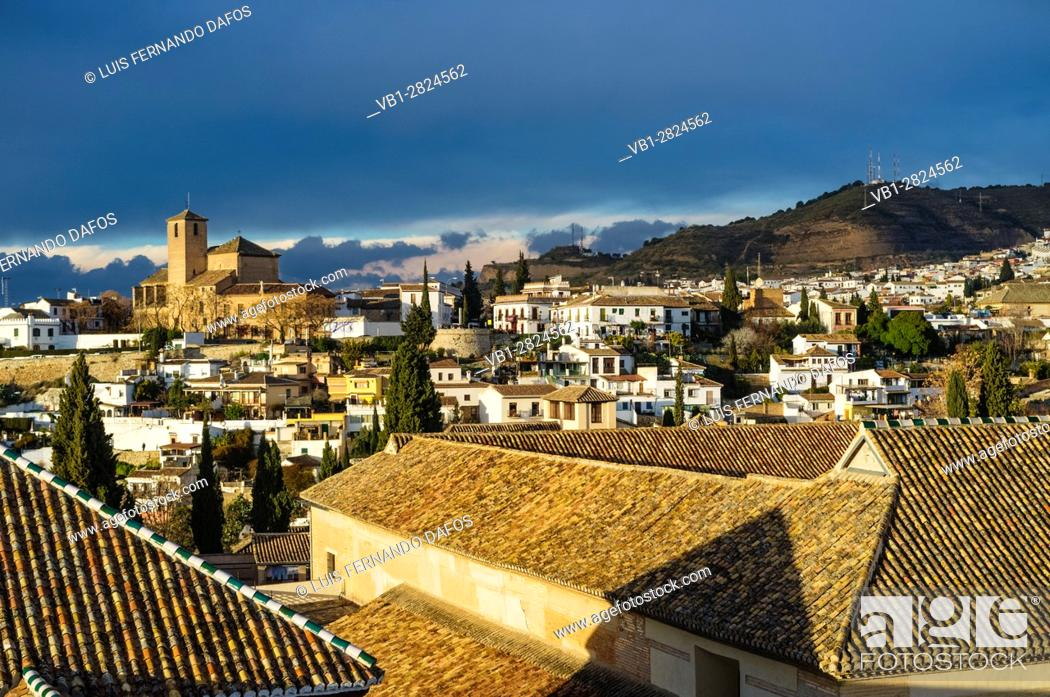 Imagen: San Cristobal church and overview of the Unesco listed Albaicin quarter in Granada, Andalusia, Spain.