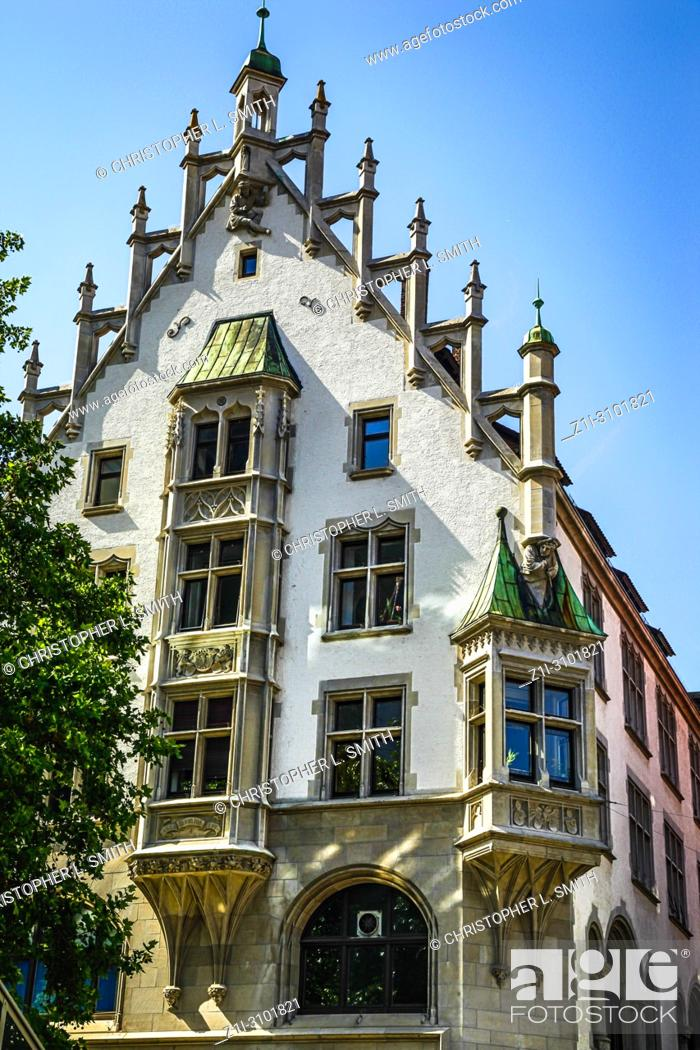 Imagen: Medieval revival architecture in the city of Ulm in Germany.