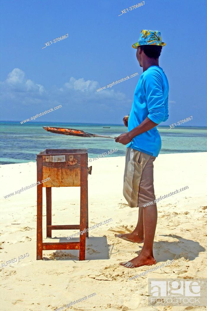 Photo de stock: BBQ on the white sand dune, Unguja Island, Kizimkazi, Zanzibar.