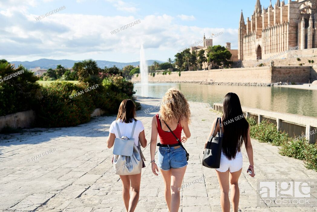 Imagen: Spain, Mallorca, Palma, rear view of three young women exploring in the city.