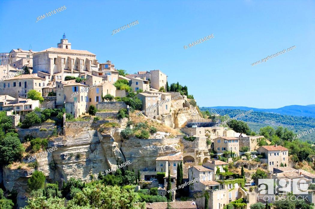 Stock Photo: Gordes, Vaucluse, Provence, France.