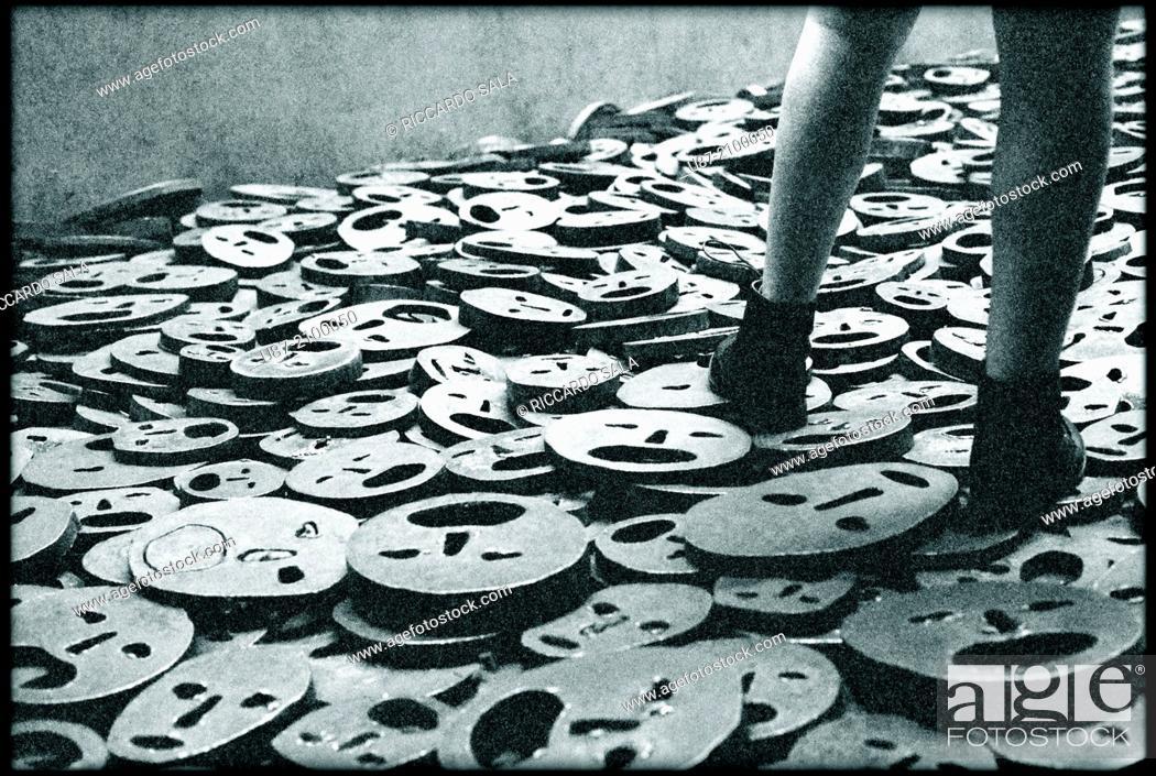 Photo de stock: Germany, Berlin, Jewish Museum, by Daniel Libeskind, Memory Void Room, Installation, Shalechet Fallen Leaves by Menashe Kadishman.