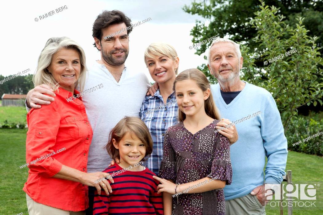 Stock Photo: Germany, Bavaria, Nuremberg, Portrait of family.