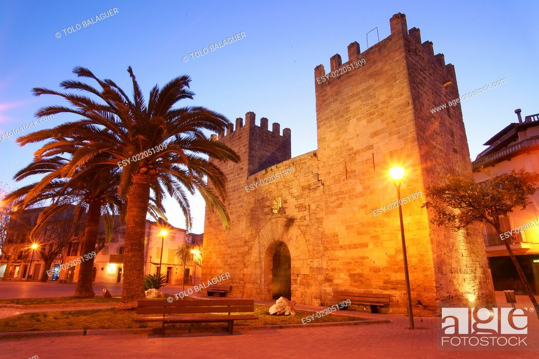 Imagen: Puerta de Xara (porta d'es Port). Murallas medievales (ssXIV-XVII). Alcudia. Mallorca. Baleares. España.