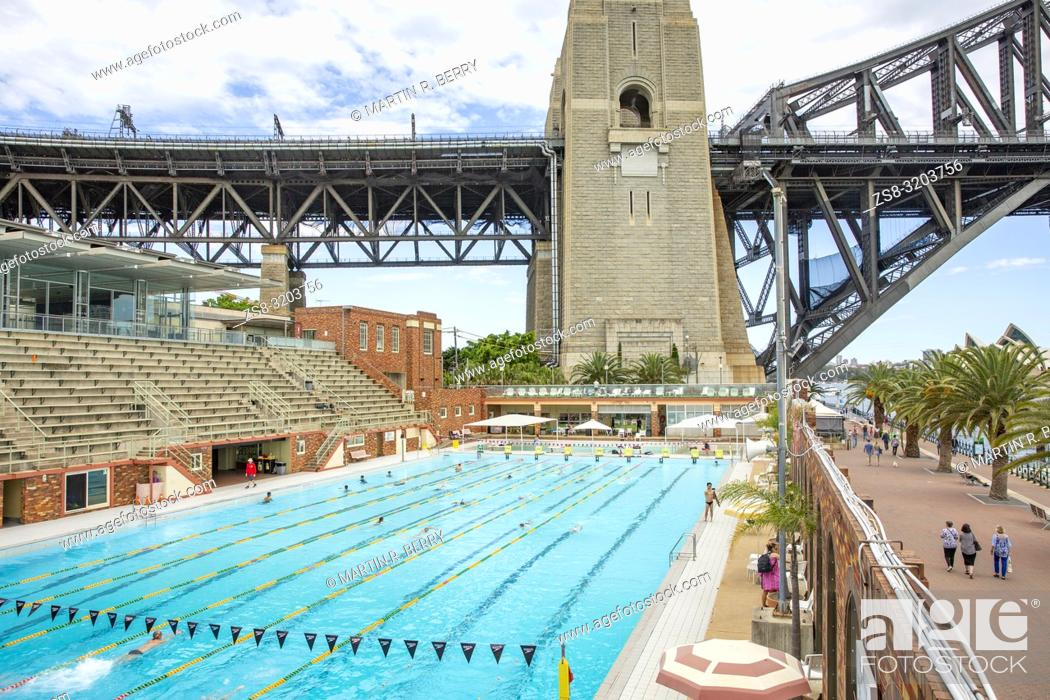 Sydney Harbour Bridge and 50 metre Olympic Swimming Pool at ...