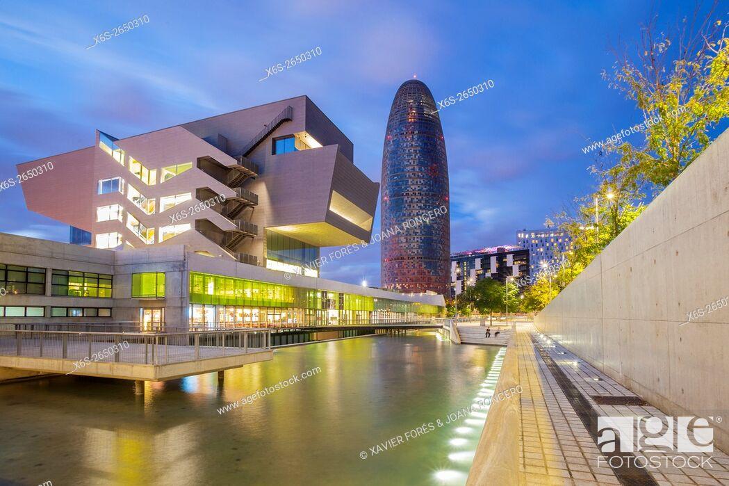 Imagen: Agbar building and Design Museum of Barcelona, Barcelona, Spain.