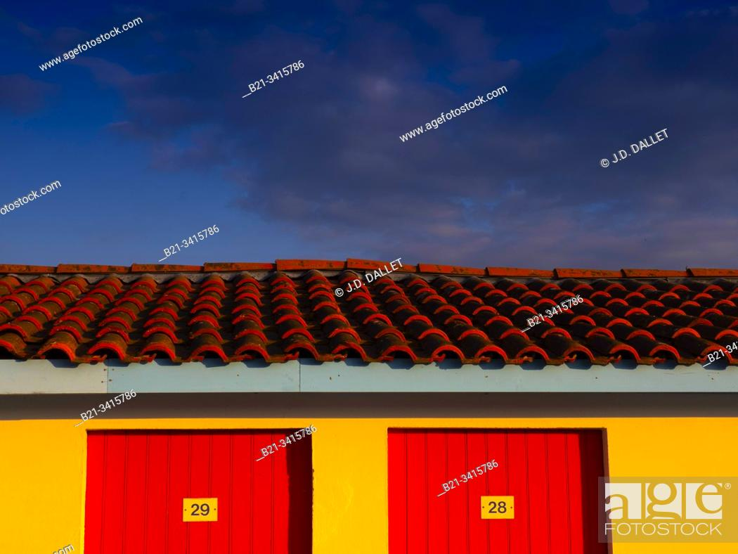 Stock Photo: France, Nouvelle Aquitaine, Gironde, at Andernos les Bains, on the Bassin d'Arcachon.