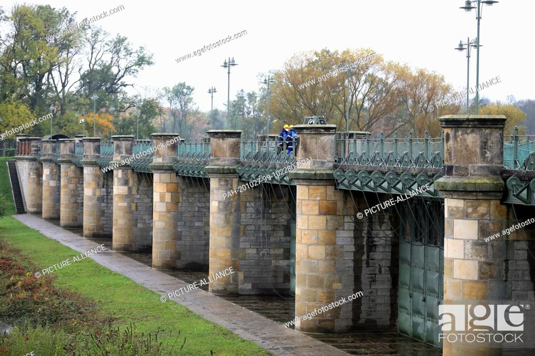 Stock Photo: 26 October 2020, Saxony-Anhalt, Pretzien: View of the 145 year old Pretzien weir. The weir in the Elbe flood channel is part of an approximately 900 metre long.