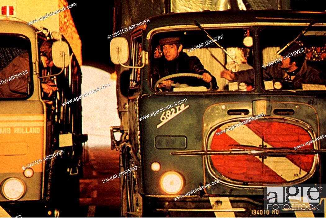 Stock Photo: Die cleveren Zwei, (IL BESTIONE) IT 1974, Regie: Sergio Corbucci, MICHEL CONSTANTIN + GIANCARLO GIANNINI, Stichwort: Lastwagen, Lastwagenfahrer.