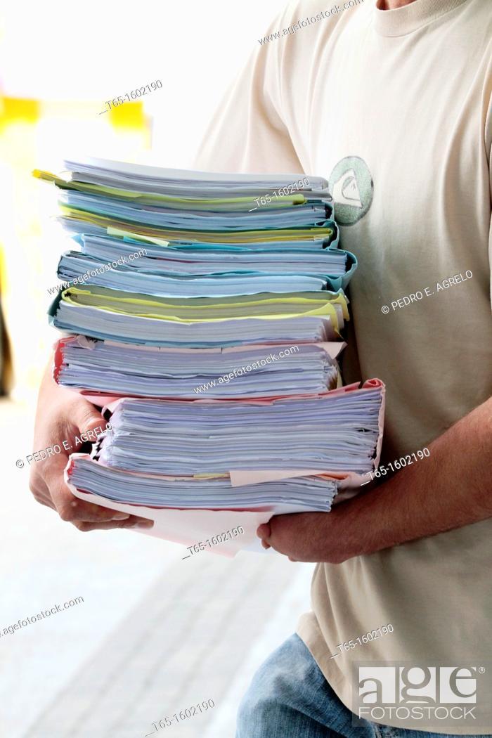 Imagen: Bundle of papers.