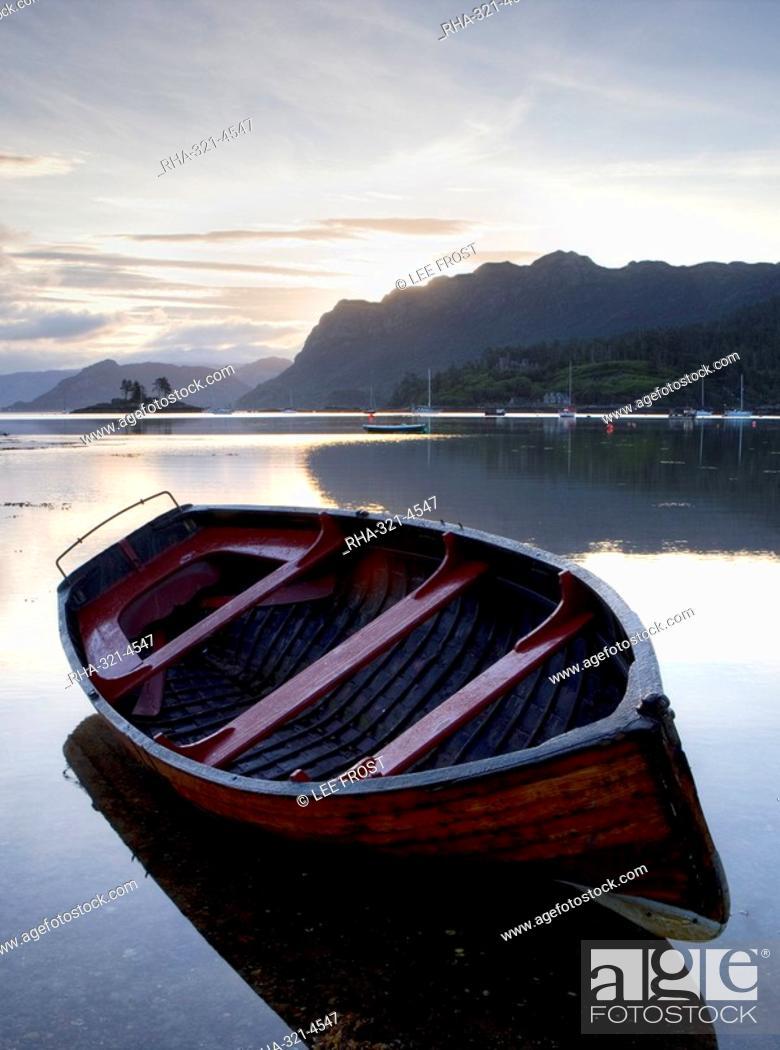 Stock Photo: Rowing boat at low tide, dawn, Plokton, near Kyle of Lochalsh, Highland, Scotland, United Kingdom, Europe.