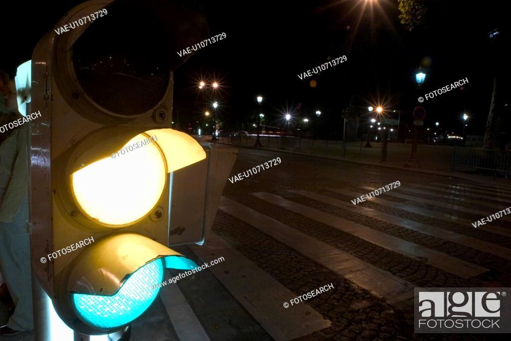 Stock Photo: yellow light, traffic lights, street lights, lights, post, sign.
