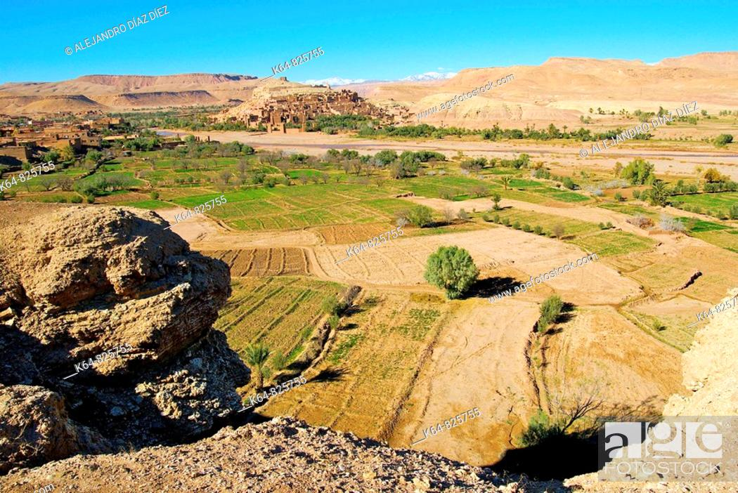 Stock Photo: Kasbah Ait Benhaddou and fields.Morocco.