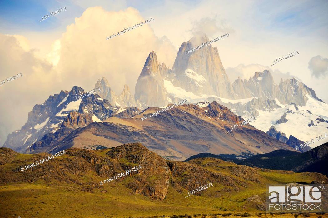 Stock Photo: Monte Fitz Roy y Aguja Poincenot, Parque Nacional de los Glaciares, Argentina.