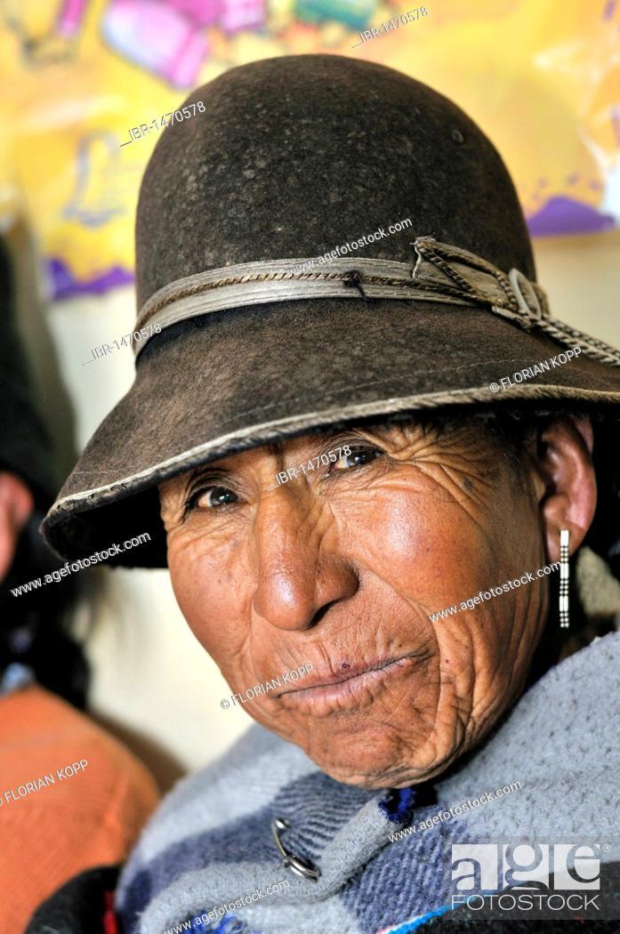 Stock Photo: Portrait of a woman wearing a felt hat, Quechua, Bolivian Altiplano highlands, Departamento Oruro, Bolivia, South America.