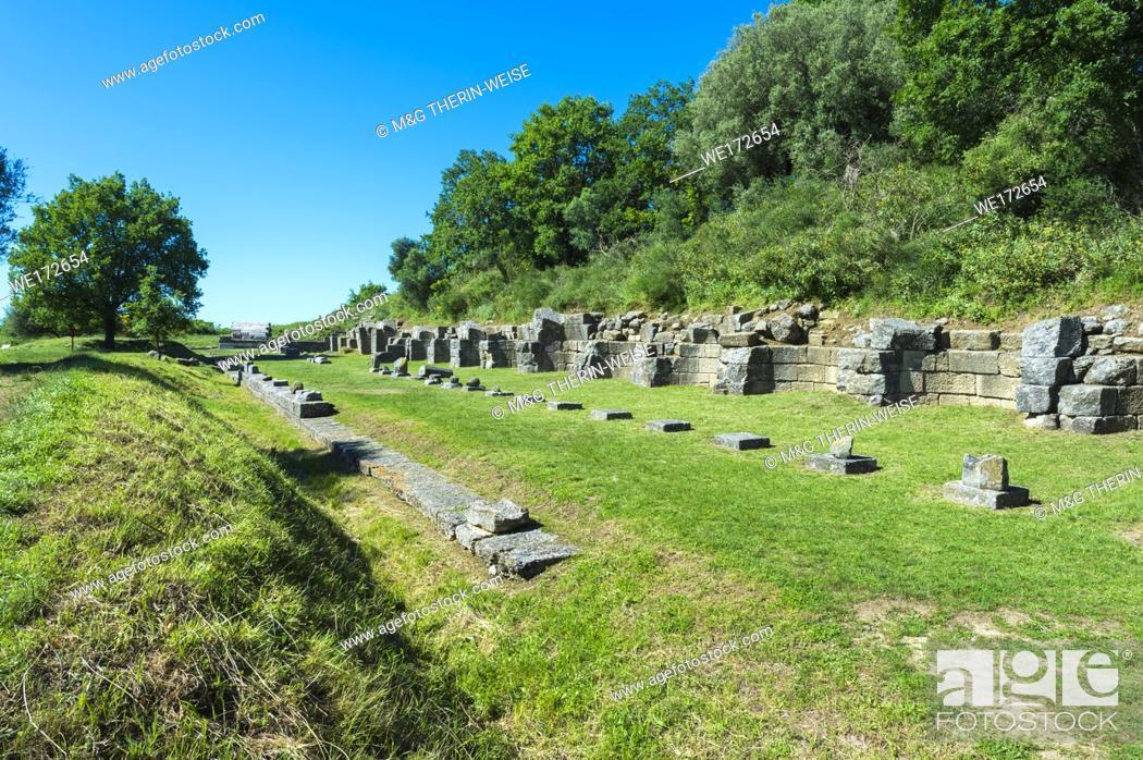 Photo de stock: Remains of the 17 niches portico, Apollonia Archaeological Park, Pojani Village, Illyria, Albania.