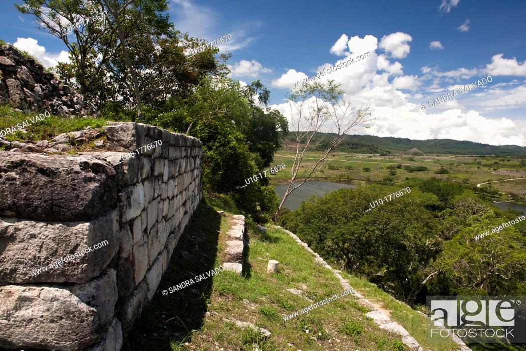 Stock Photo: Chinkultic mayan archeological site, Chiapas, México.