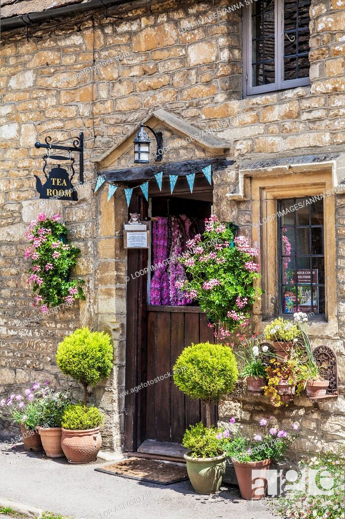 Imagen: The Old Rectory Tearoom in the Cotswold village of Castle Combe in Wiltshire.