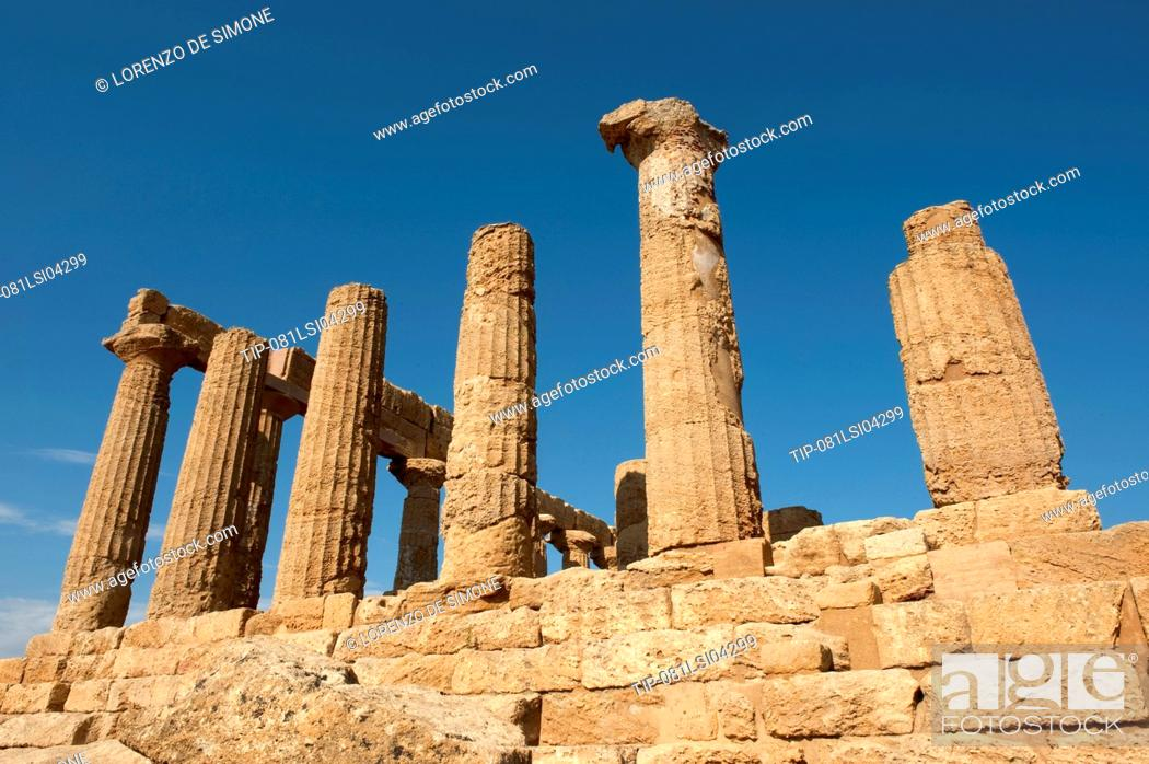 Stock Photo: Italy, Sicily, Agrigento, Juno Lacinia temple or Hera temple, Valley of the Temples.
