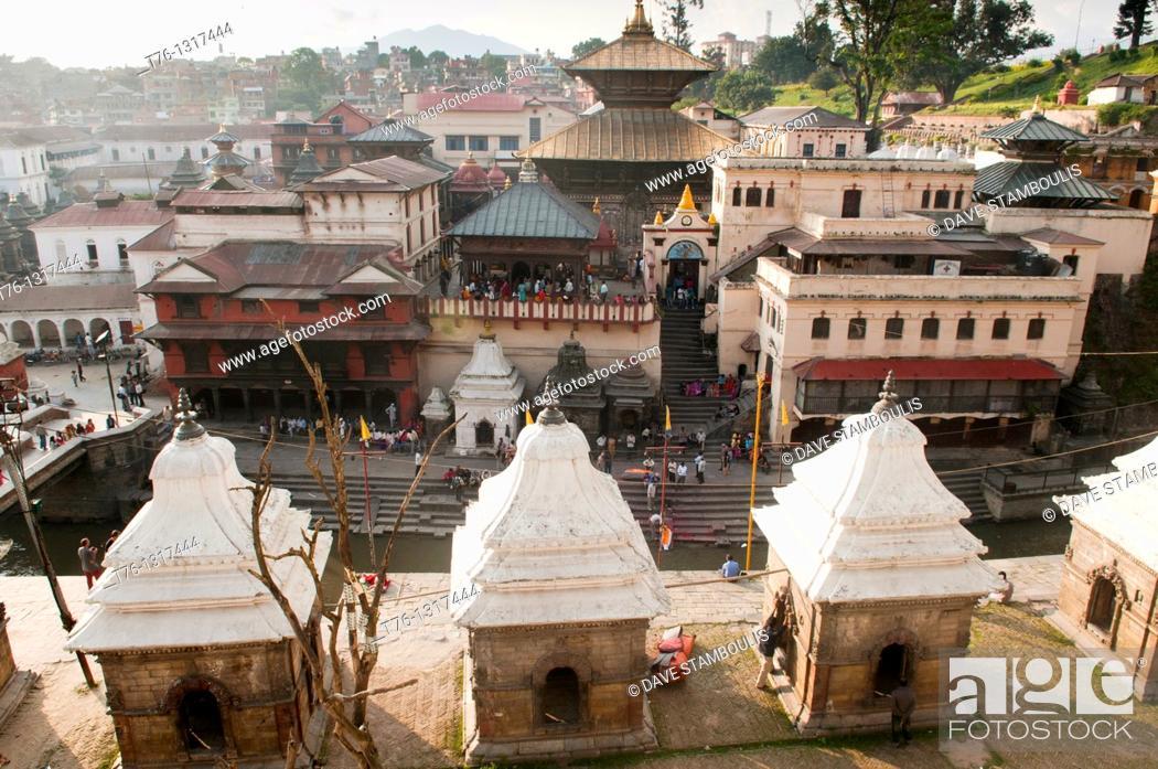 Imagen: view of the Hindu temple of Pashupatinath in Kathmandu, Nepal.