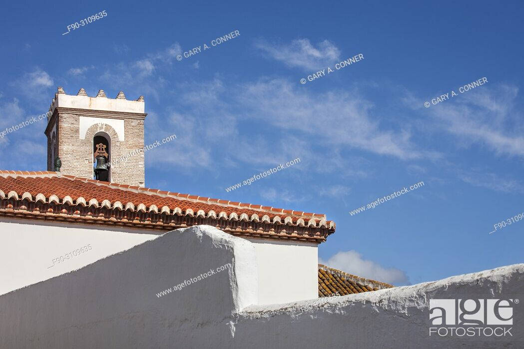 Imagen: Cathedral and roofs in Salobreña, Granada, Spain.