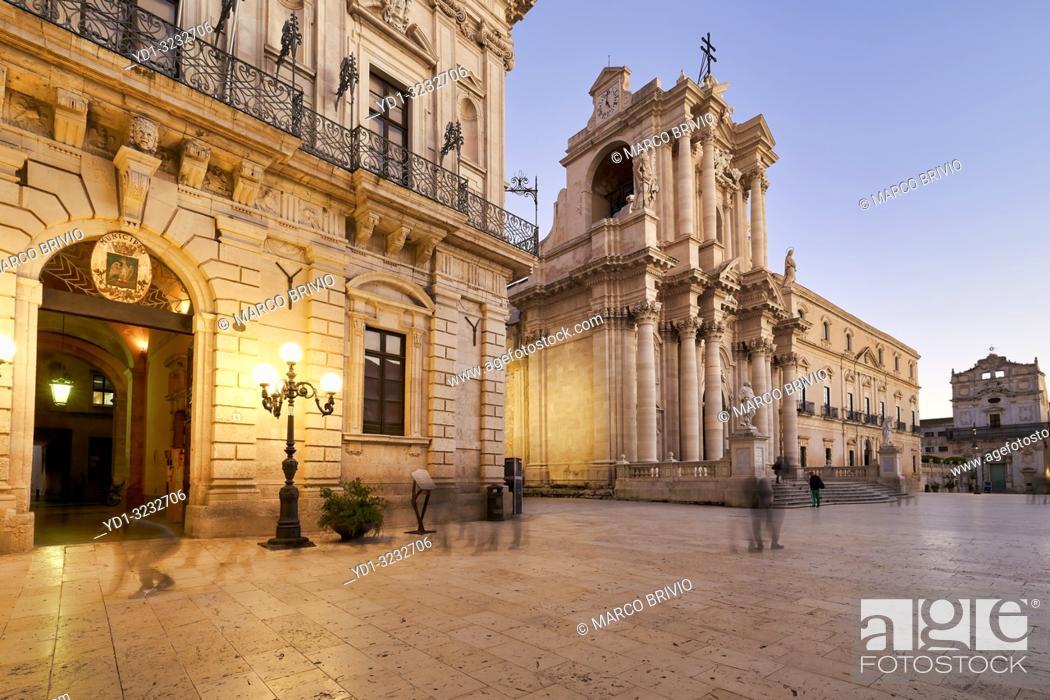 Imagen: The Cathedral of Syracuse (Duomo di Siracusa), formally the Cattedrale metropolitana della Nativita di Maria Santissima, is an ancient Catholic church in.
