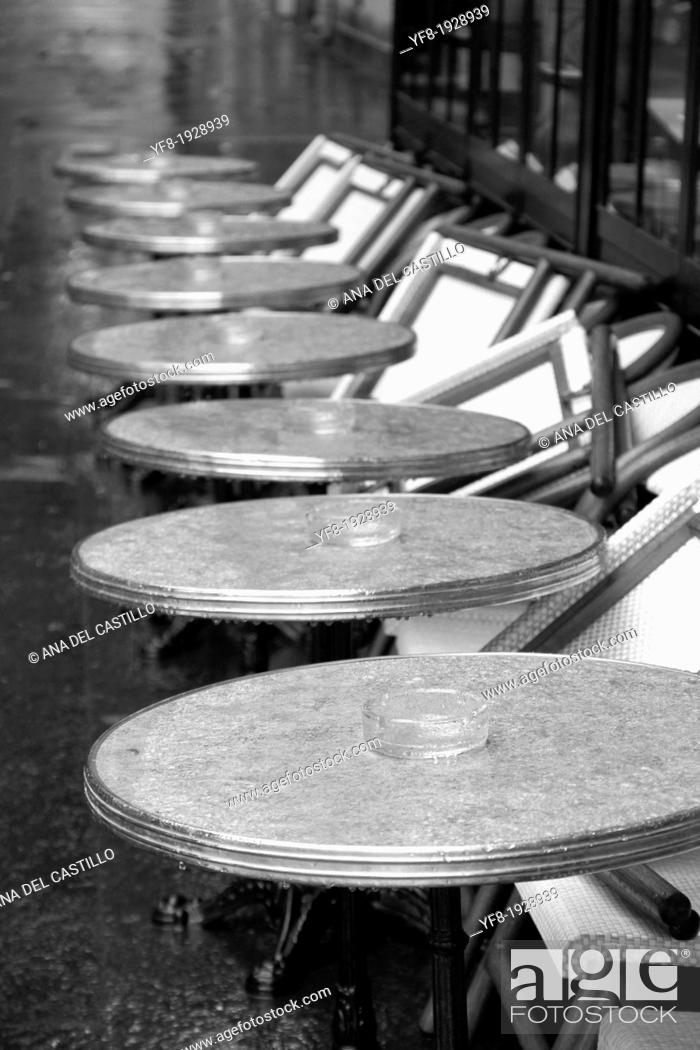 Imagen: Row of wet round tables cafe terrace in Quay Branly Paris France.