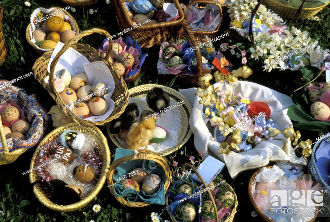 Stock Photo: painted eggs baskets detail, alzano lombardo, italy.