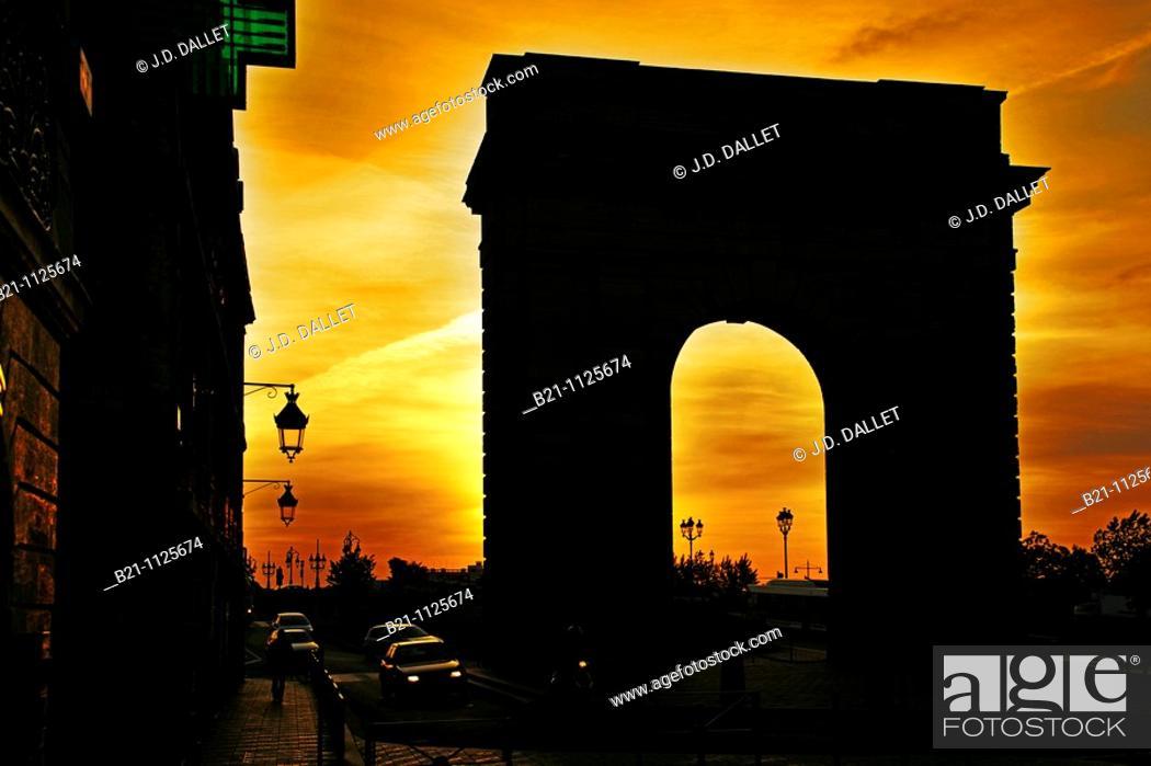 Stock Photo: France. Gironde. Bordeaux. 'Porte de Bourgogne' at sunrise.