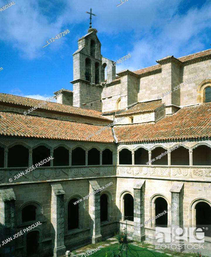 Stock Photo: Cloister of Silence, St. Thomas' Convent. Ávila. Castilla-León, Spain.