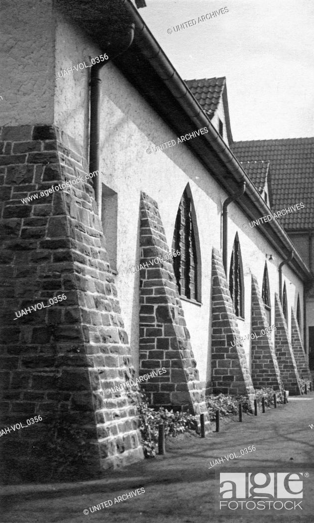 Stock Photo: Kirche in Bergisch Gladbach bei Köln, Deutschland 1930er Jahre. Church at Bergisch Gladbach near Cologne, Germany 1930s.