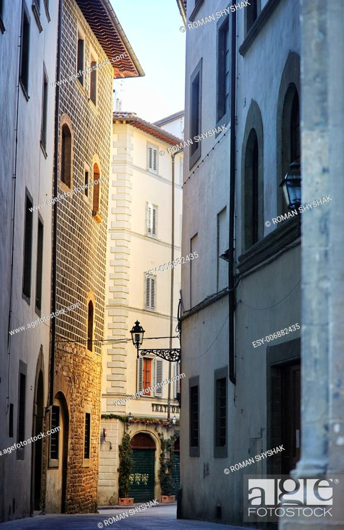 Stock Photo: Alley in Florence, Tuscany, Italy.