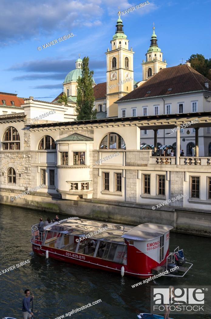 Imagen: St. Nicholas's church, Ljubljana cathedral and castle, Ljubljana, Slovenia.