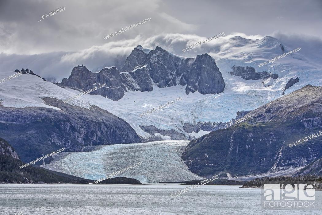 Imagen: Pia Glacier, from Pia bay, in Beagle Channel (northwest branch), PN Alberto de Agostini, Tierra del Fuego, Patagonia, Chile.