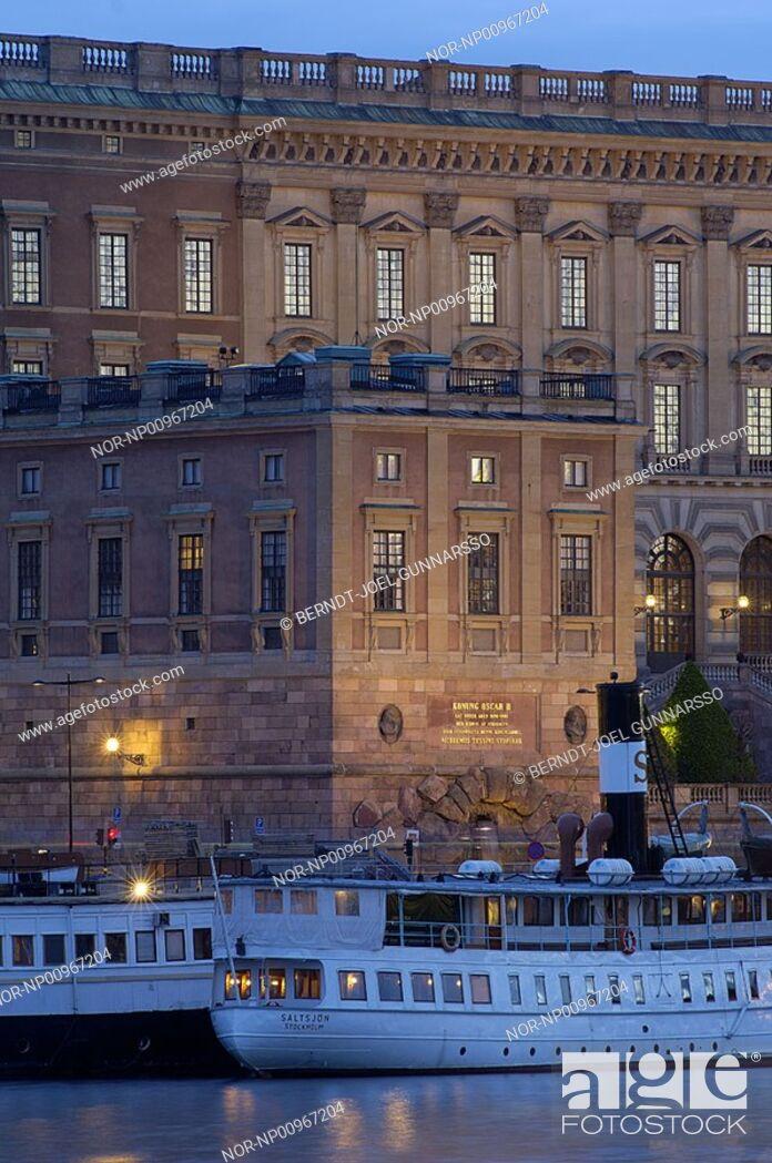 Stock Photo: Vaxholmsbatar framfor Stockholms slott.