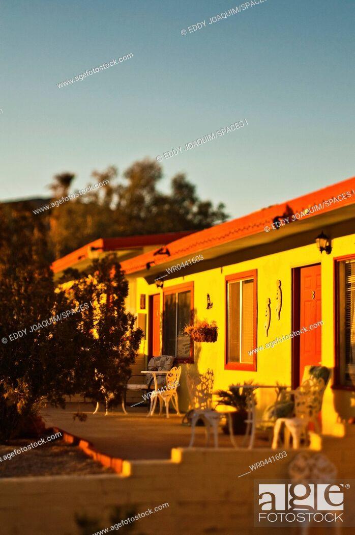 Imagen: Motel at Sunset.