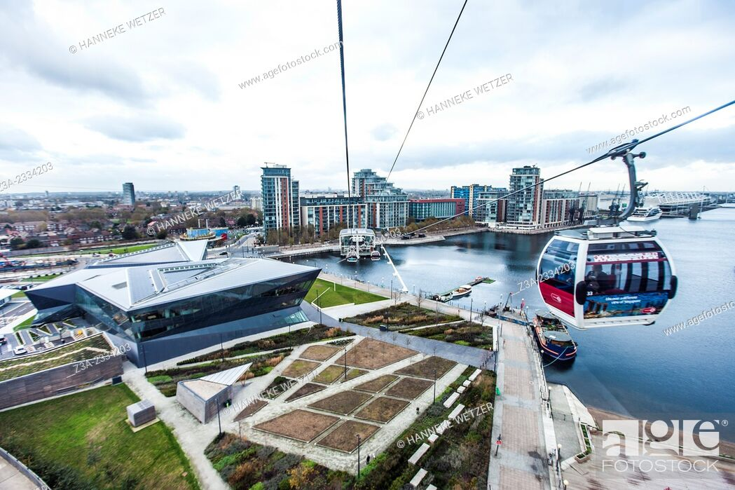 Imagen: The Emirates Air Line (also known as the Thames cable car) is a ten-minute (five minutes in rush hour) gondola lift link across the River Thames in London.