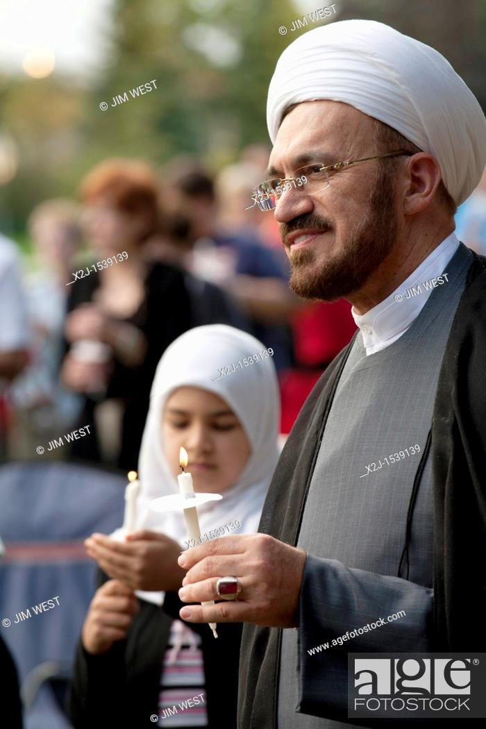 Imagen: Dearborn, Michigan - Imam Mohammad Ali Elahi participates in an interfaith 'Remembrance and Unity Vigil' at The Henry Ford museum commemorating the tenth.
