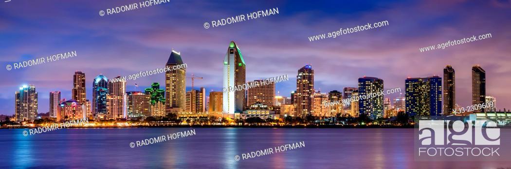 Photo de stock: San Diego at dusk, California, USA.