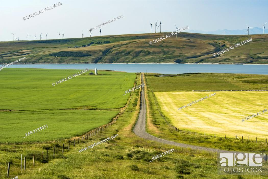 Imagen: Landscape with the reservoir of the Old Man River, near Pincher Creek, Alberta, Canada.