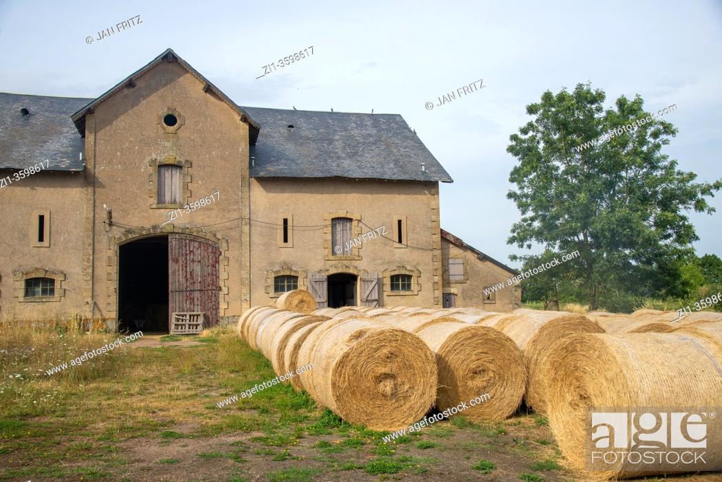 Photo de stock: old shed at farm with hay rolls in Bourgogne, France.