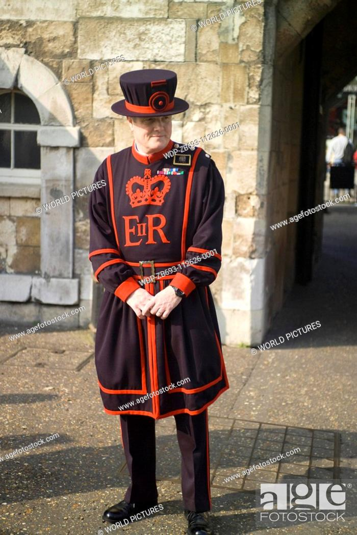 Stock Photo: Yeoman Warder, Tower of London, London, England Date: 22 04 2008 Ref: ZB693-112626-0001 COMPULSORY CREDIT: World Pictures/Photoshot.