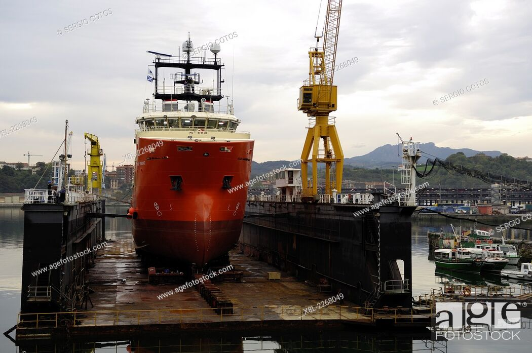 Stock Photo: Construction of sea rescue boat in the port of Pasajes, Guipúzcoa, Basque Country, Spain.