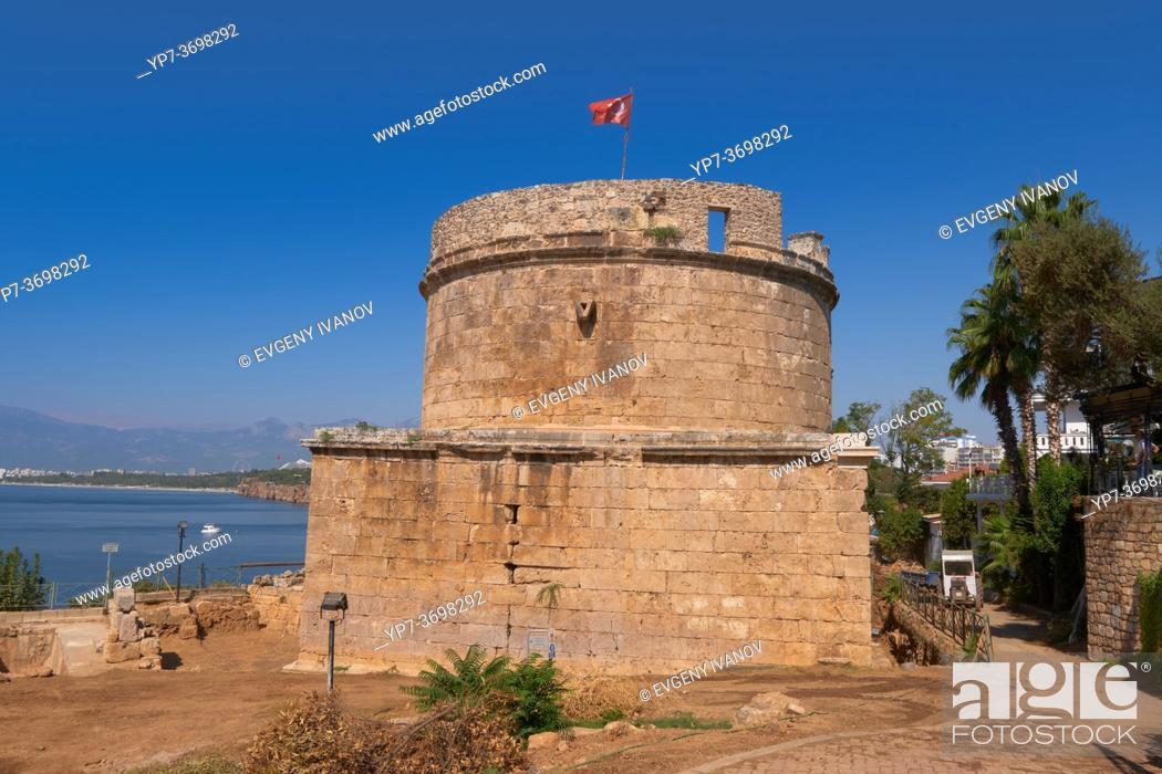 Imagen: Hidirlik Tower in Kaleici district, Antalya old town, Turkey.