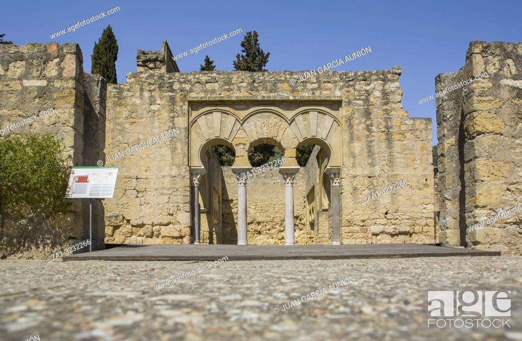 Imagen: Cordoba, Spain - March 23, 2013: Medina Azahara Archaeological Site. Upper Basilica Building, Cordoba, Spain.