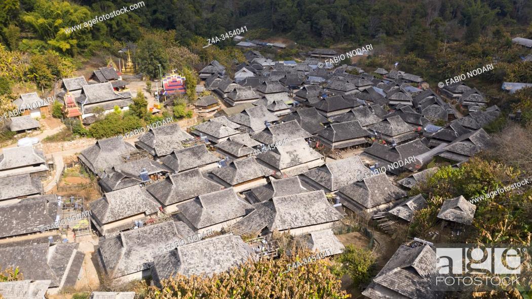 Imagen: Aerial view of the remote Nuogang Dai village in Lancang, Yunnan - China.