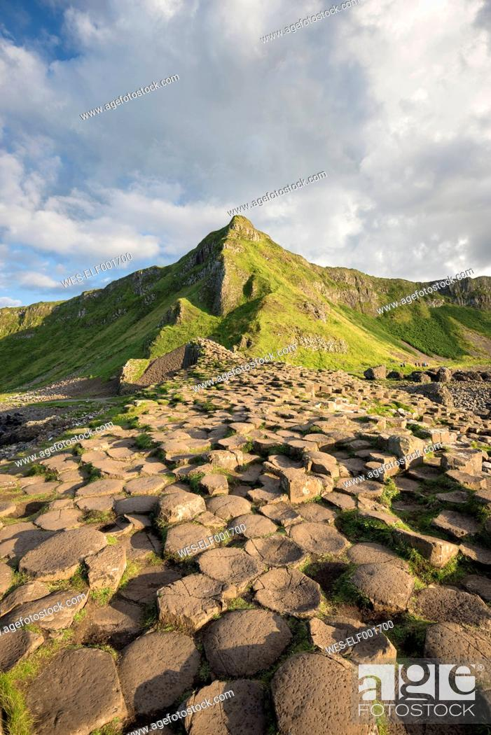 Photo de stock: United Kingdom, Northern Ireland, County Antrim, View of causeway coast, Giant's Causeway.