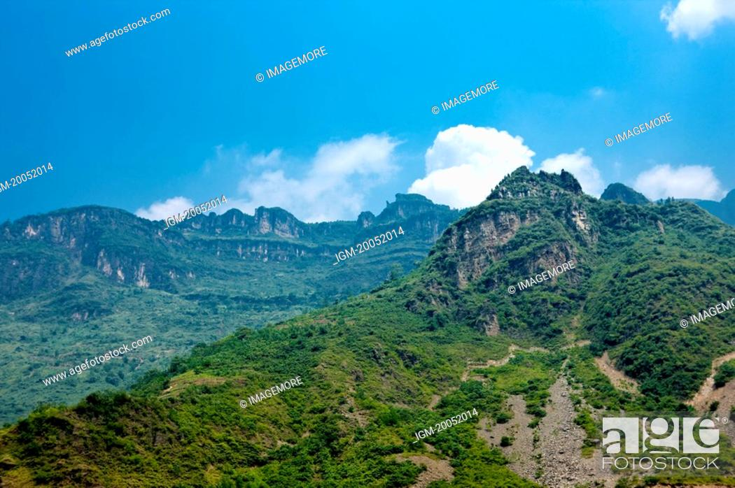 Stock Photo: China, Yangtze River, Three Gorges, Wu Gorge, Wushan.