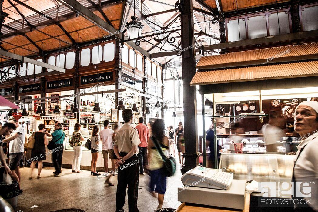 Photo de stock: Mercado San Miguel market, City centre, old street and buildings of Madrid.